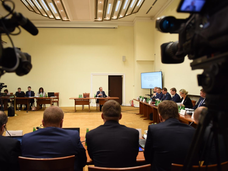 Komisja śledcza do spraw Amber Gold przesłuchuje byłego premiera Donalda Tuska