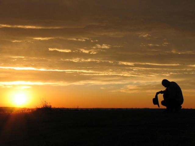 Modlitwa o wschodzie słońca, Więź