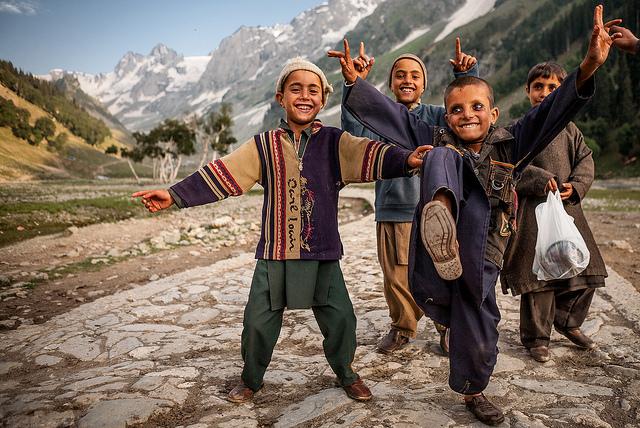 Dziecie z plemienia Gujjar, Laboratorium Więzi