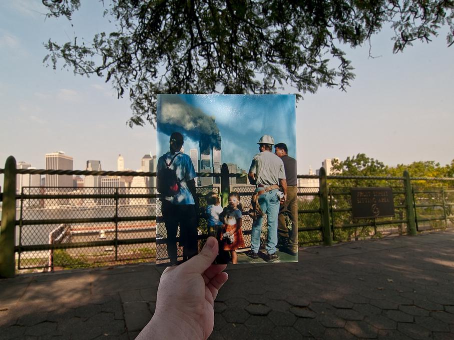 Zdjęcie wykonane na brooklyńskiej promenadzie w dziesiątą rocznicę zamachu 11 września 2001 r.