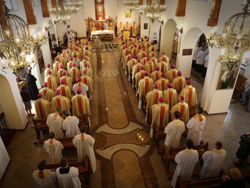 Msza w parafii Miłosierdzia Bożego i św. Faustyny podczas zebrania plenarnego Konferencji Episkopatu Polski 7 czerwca 2016 r.