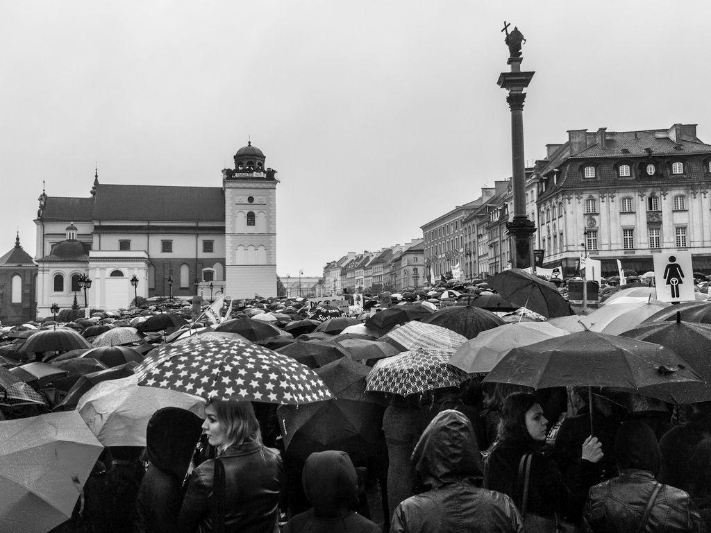 Czarny Protest na pl. Zamkowym w Warszawie