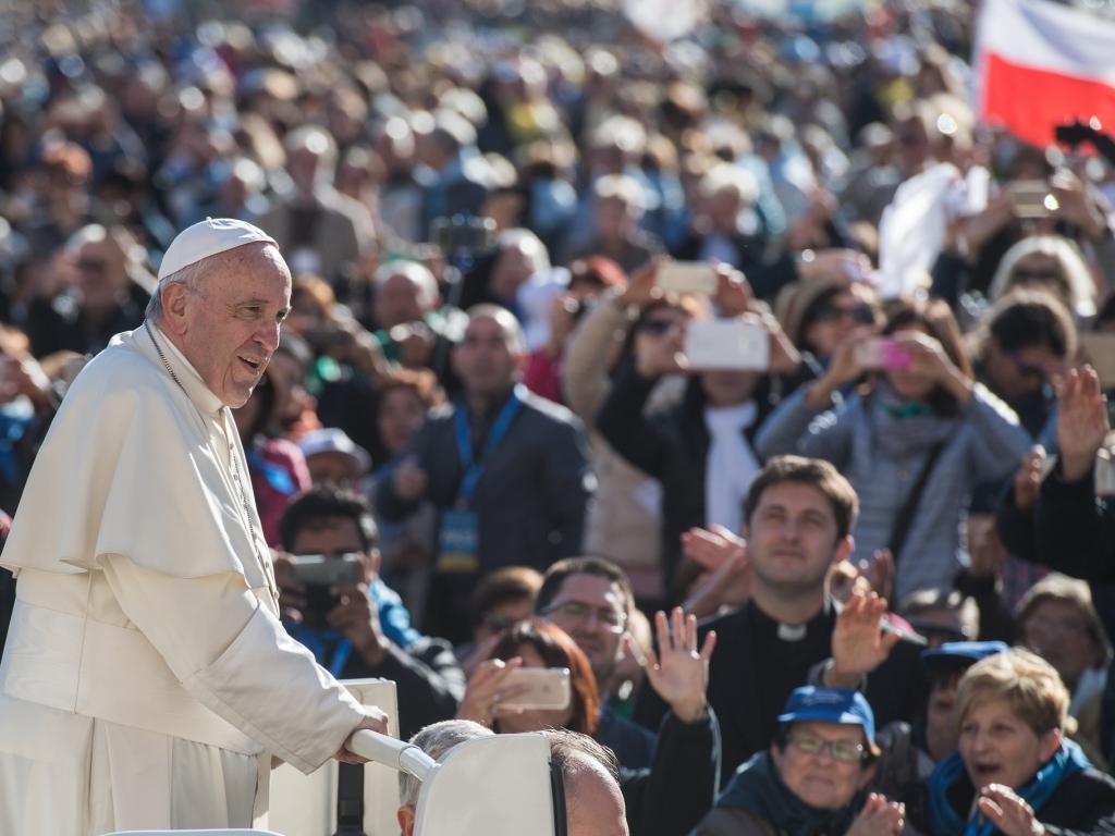 Franciszek podczas audiencji generalnej w październiku