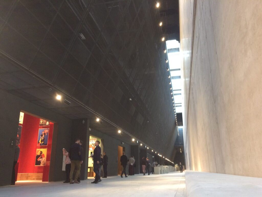 Wystawa główna Muzeum II Wojny Światowej w Gdańsku