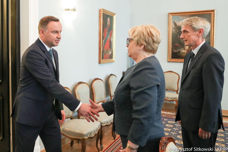 Prezydent Andrzej Duda, pierwsza prezes Sądu Najwyższego Małgorzata Gersdorf i rzecznik Sądu Najwyższego Michał Laskowski podczas spotkania w Pałacu Prezydenckim 27 lipca 2017 r.