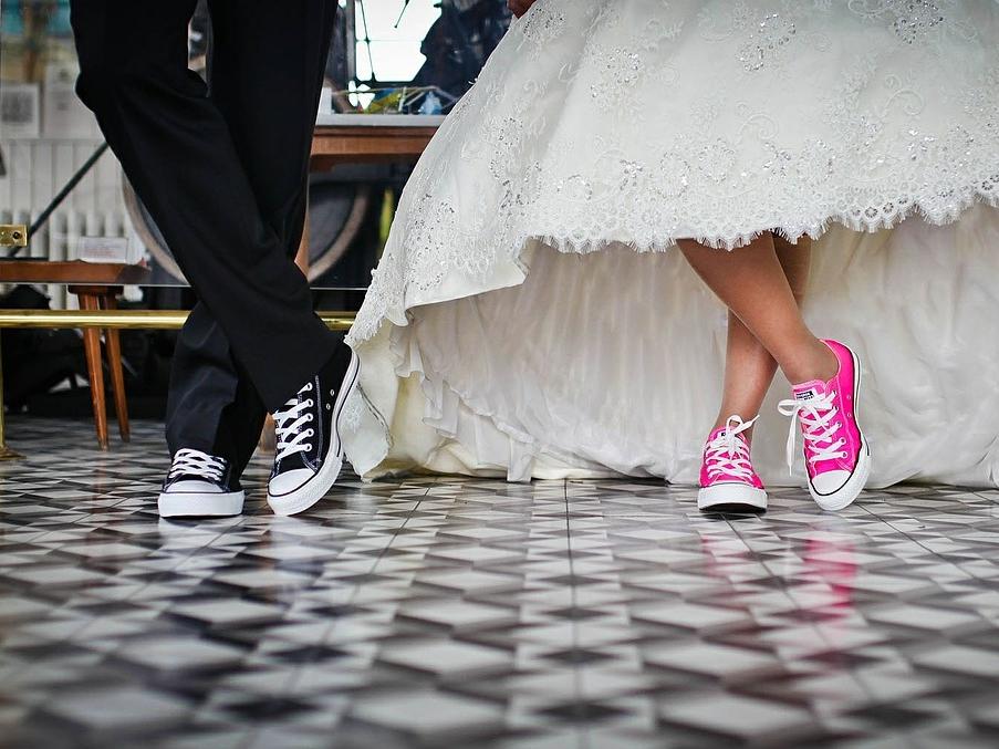 Małżeństwo – kwestia dyskusyjna. Spory i argumenty w USA