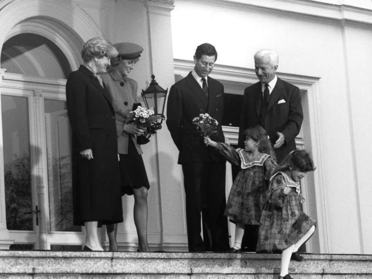 Brytyjska para książęca, księżna Diana i książę Karol, wraz z prezydentem RFN Richardem von Weizsäckerem i jego żoną Marianne