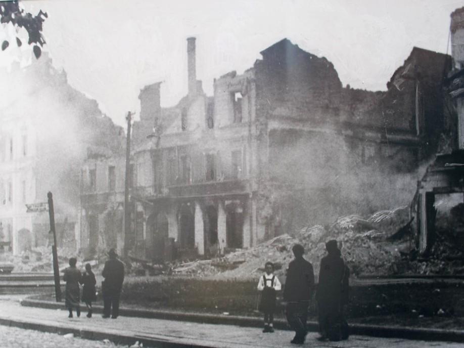 Ruiny budynków w Białymstoku, 1941 r.