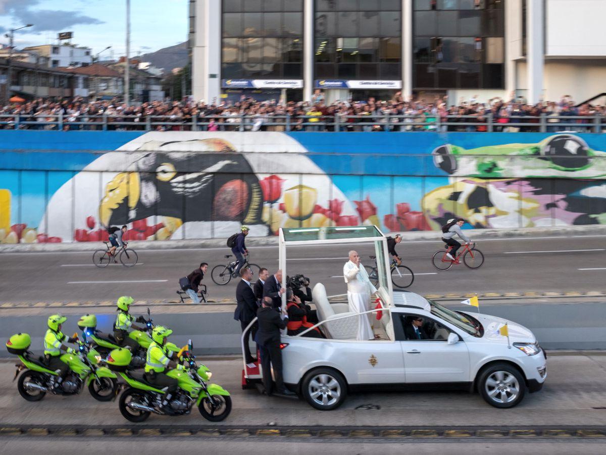 Przejazd papieża Franciszka przez Bogotę