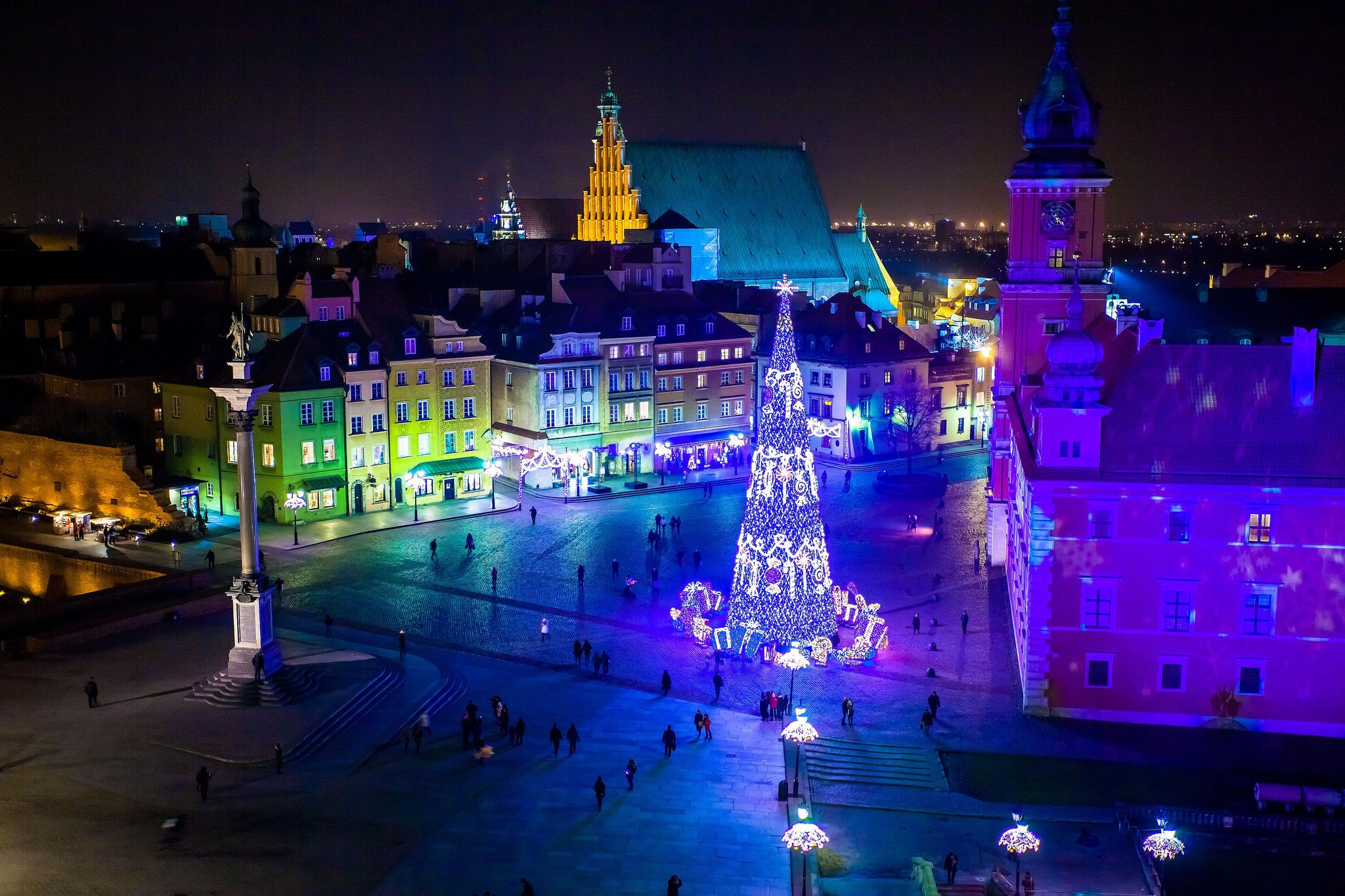 Świąteczne iluminacje na placu Zamkowym w Warszawie