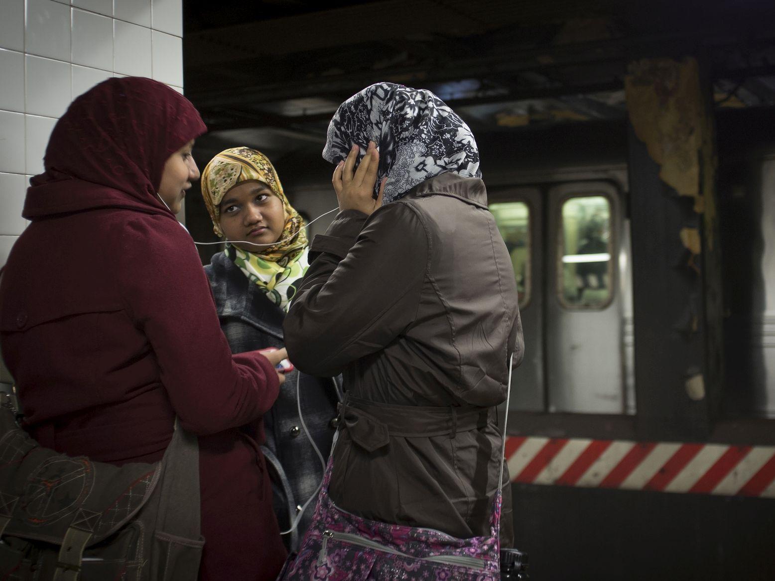 Muzułmanki_metro_Więź