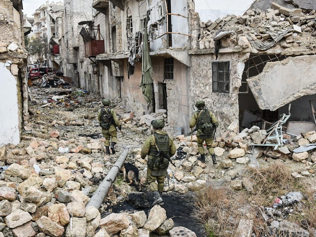 Wikariusz apostolski Aleppo: Światowe mocarstwa szukają pretekstu do zniszczenia Syrii