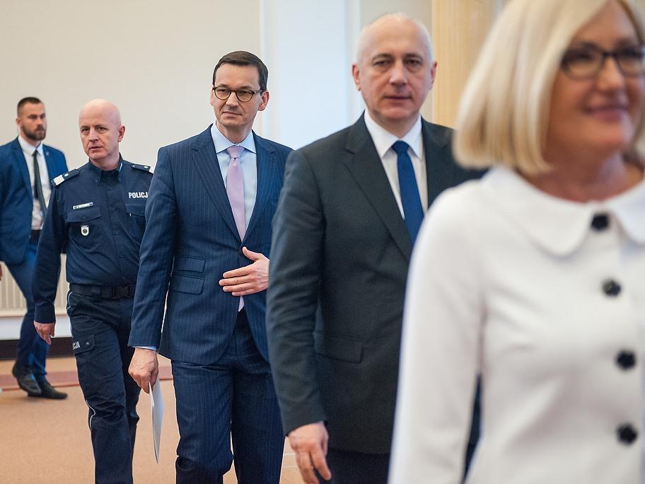 Wypowiedź dla mediów premiera Mateusza Morawieckiego, ministra spraw wewnętrznych i administracji Joachima Brudzińskiego oraz komendanta głównego policji Jarosława Szymczyka