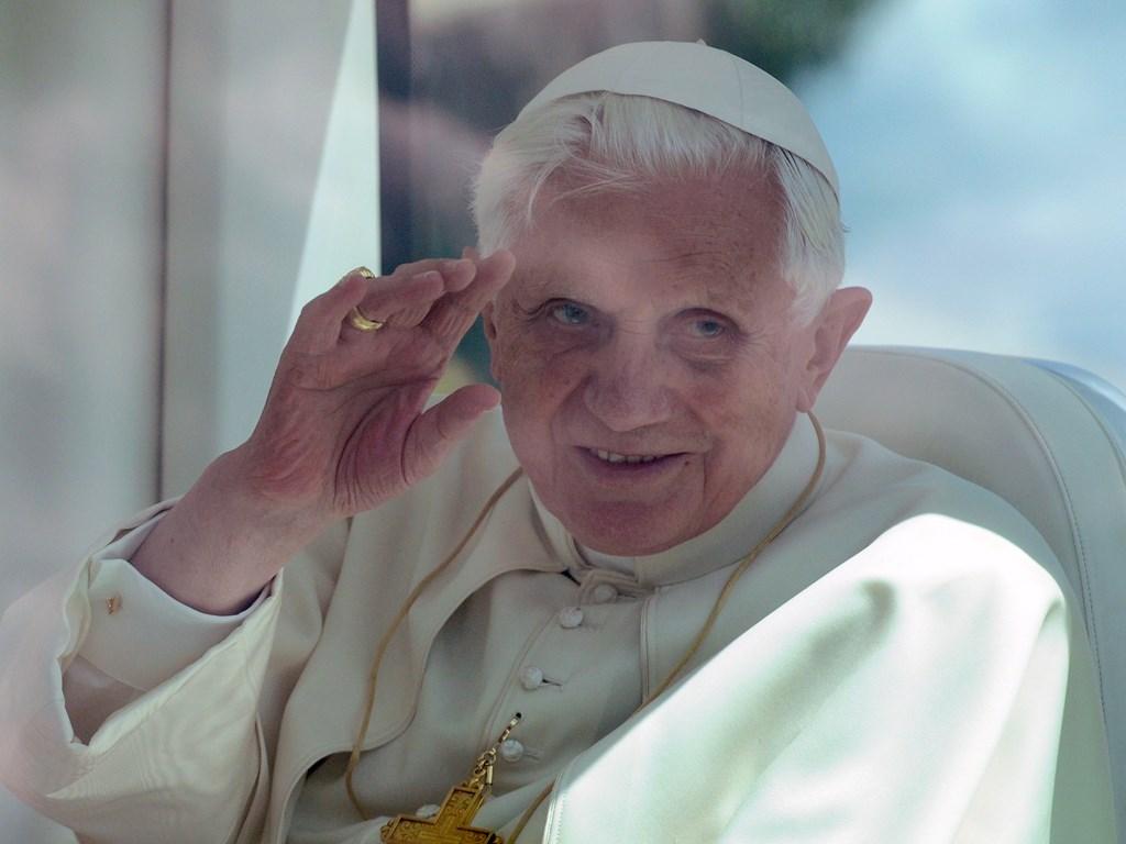 Benedykt XVI podczas podróży apostolskiej do Portugalii, 11 maja 2010. Fot. M.Mazur/www.thepapalvisit.org.uk