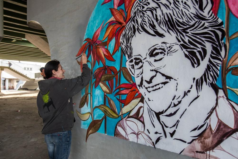Mural przedstawiający Alinę Margolis-Edelman (autorstwa Aleksandry Adamczak i Dariusza Paczkowskiego)