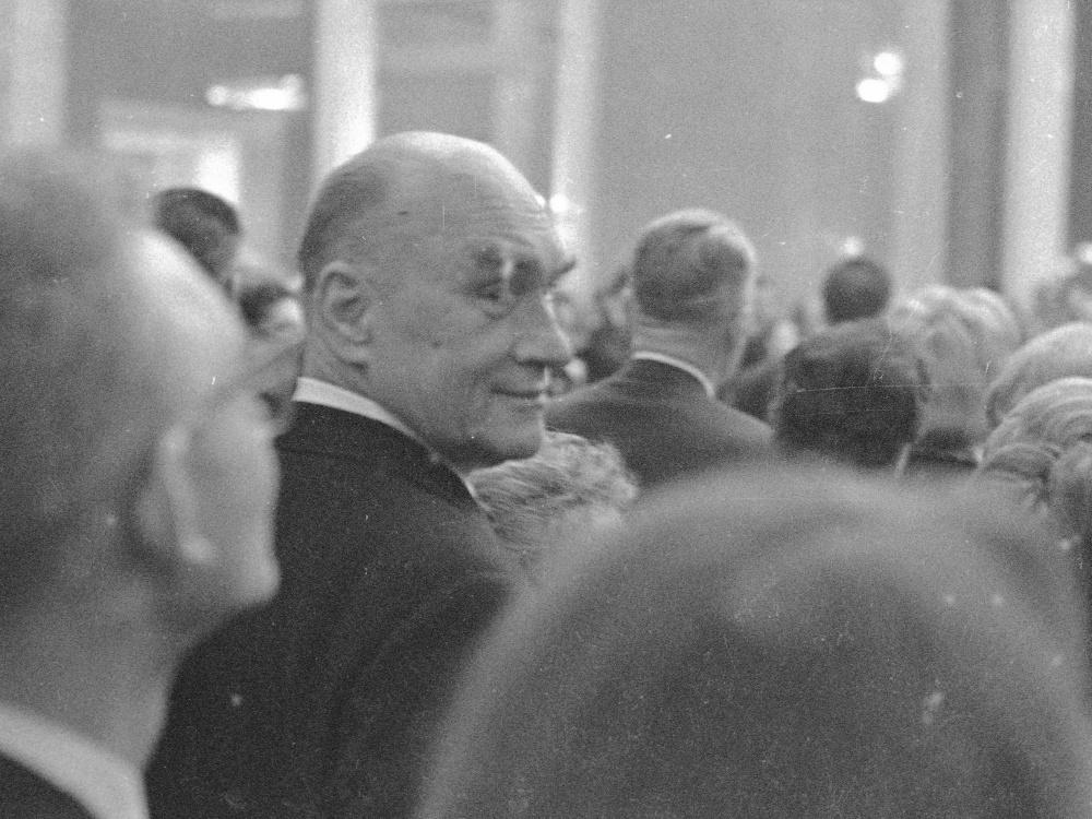 Jarosław Iwaszkiewicz podczas uroczystego otwarcia Teatru Wielkiego po odbudowie ze zniszczeń wojennych