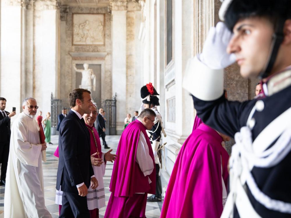 Prezydent Francji Emmanuel Macron 26 czerwca w Watykanie