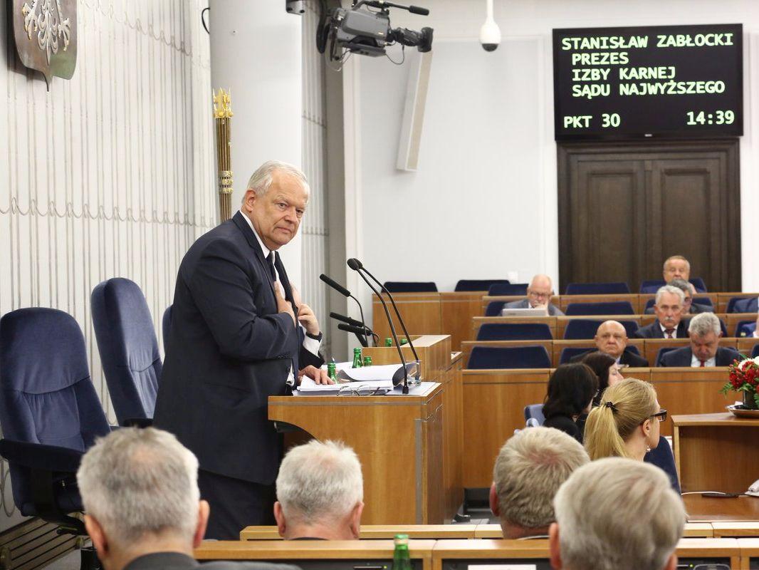 Prezes Izby Karnej Sądu Najwyższego Stanisław Zabłocki podczas wystąpienia w Senacie