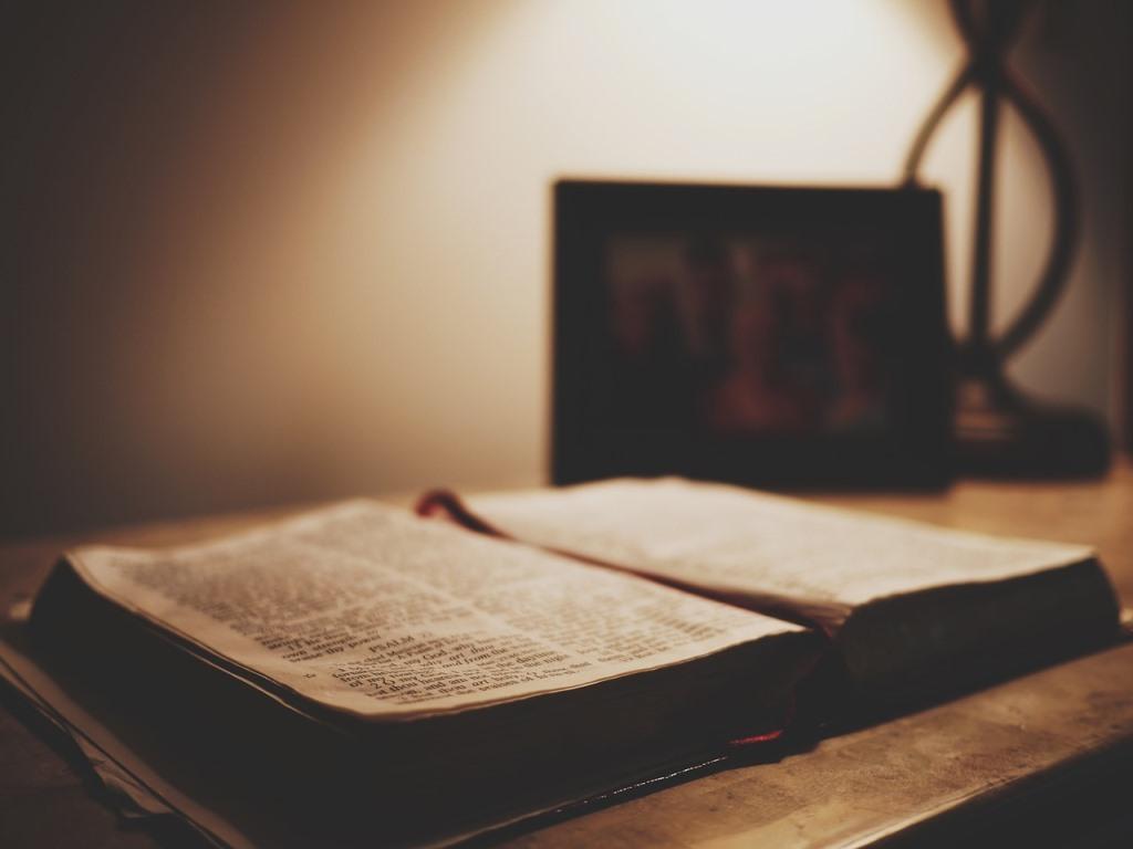 Dewaluacja słowa i słuchanie Słowa