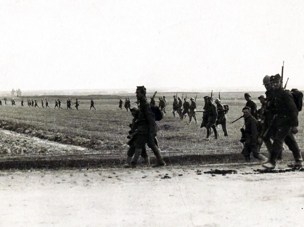 Polska piechota podczas Bitwy Warszawskiej 1920 r.