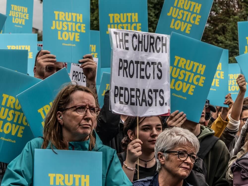Protest w Dublinie w dniu papieskiej wizyty, 26 sierpnia 2018 r.