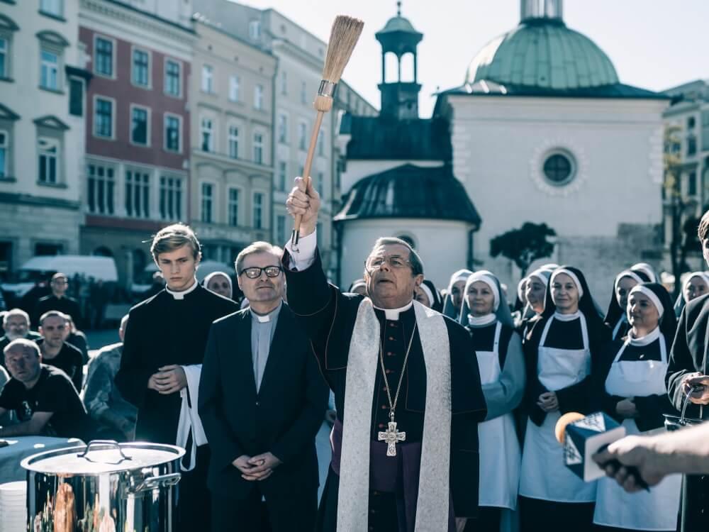 """Janusz Gajos w filmie """"Kler"""" Wojciecha Smarzowskiego"""