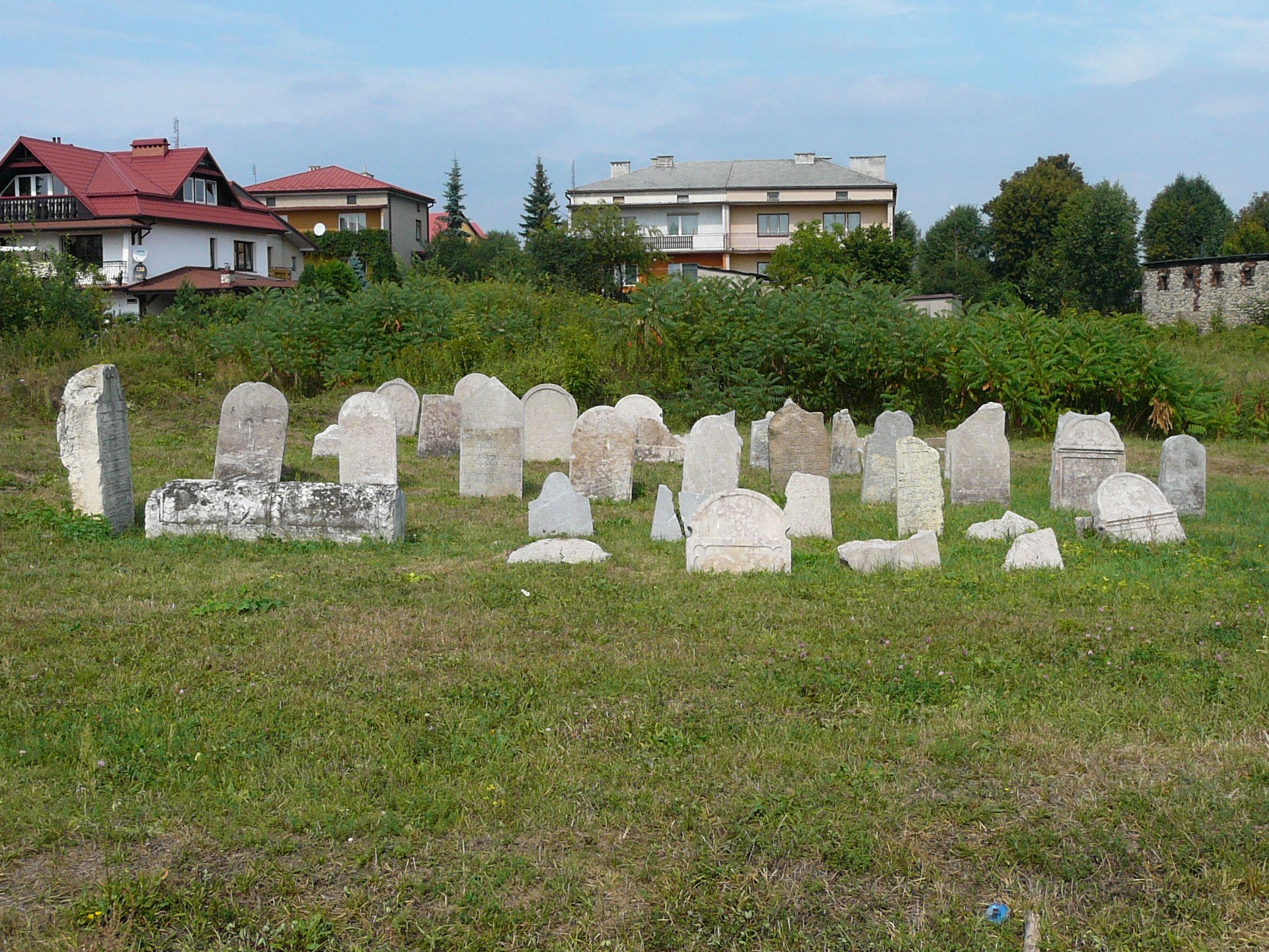 Pozostałości olkuskiego kirkutu we wrześniu 2012 r.