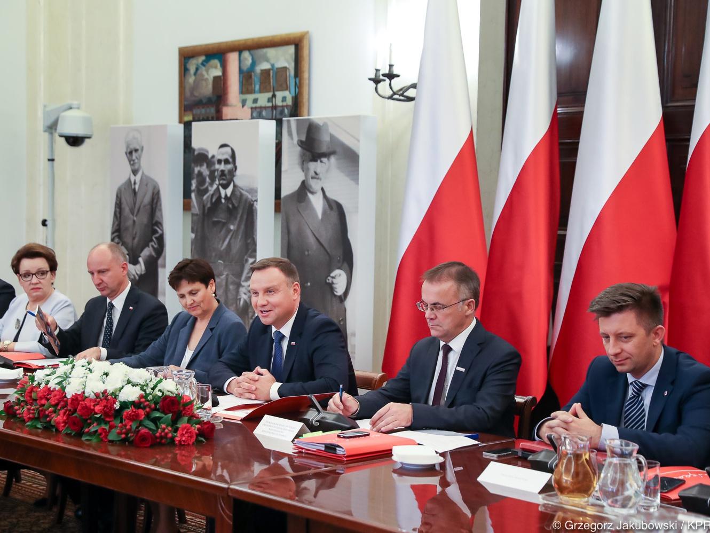 Prezydent Andrzej Duda ogłosił nazwiska 25 osób, które 11 listopada 2018 roku zostaną pośmiertnie uhonorowane Orderami Orła Białego