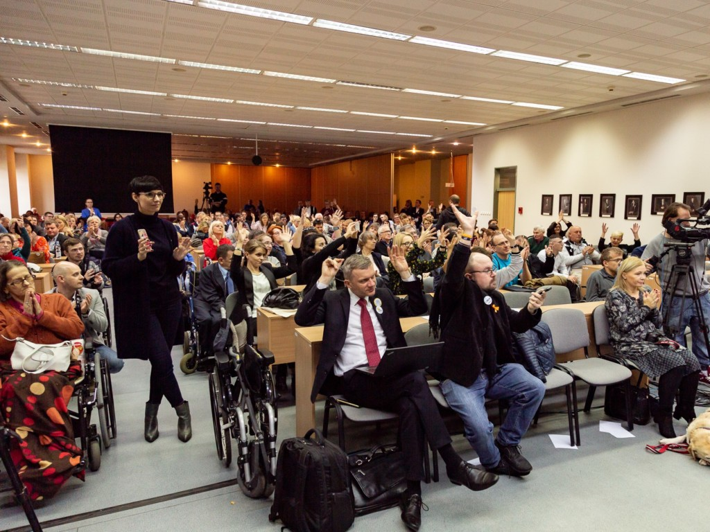Jedna z sesji IV Kongresu Osób z Niepełnosprawnościami, 25 października Warszawa. Fot. Andrzej Dzirba / fokuspokus.pl