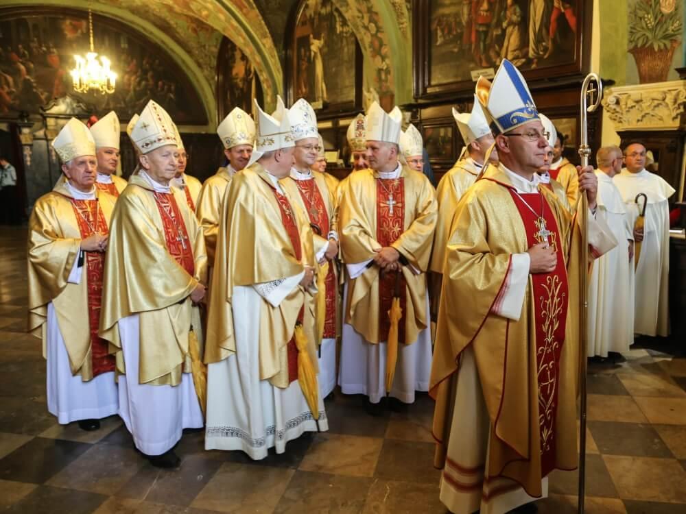 Biskupi podczas Mszy Świętej w uroczystość Matki Bożej Częstochowskiej