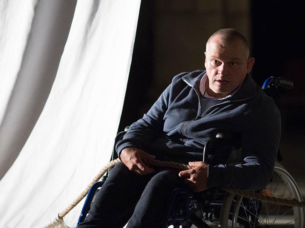 "Marcin Konik w spektaklu ""Genesis"""