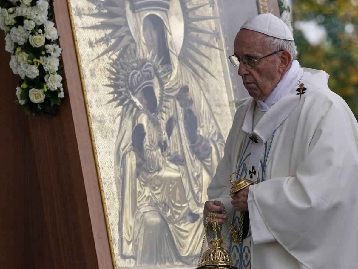 Co pozostanie z wizyty papieża w kraju zielonych lasów?