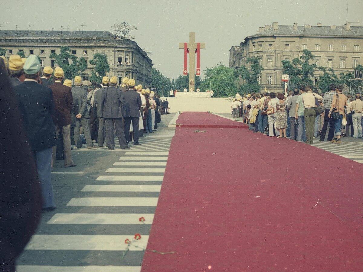 Papieska Msza święta na pl. Zwycięstwa podczas pierwszej pielgrzymki Jana Pawła II do Polski