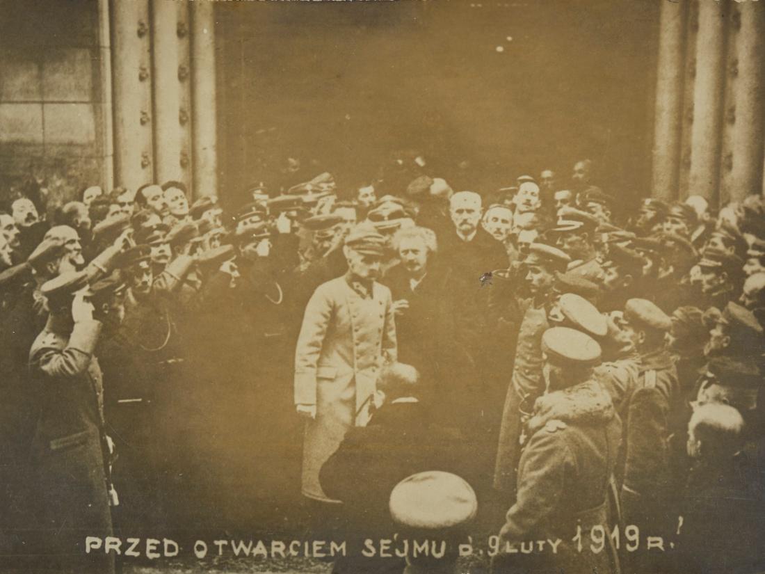 W środku Józef Piłsudski i Ignacy Jan Paderewski przed otwarciem Sejmu