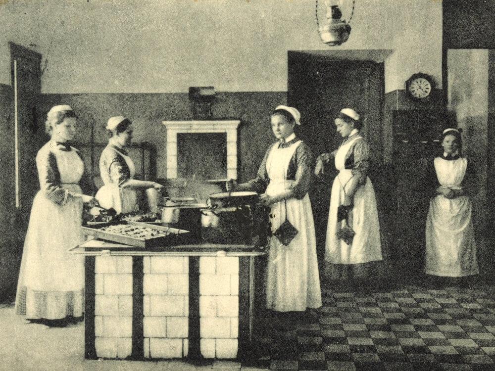 Szkoła Służących im. św. Kingi przy Marszałkowskiej 81a w Warszawie, 1907 r.