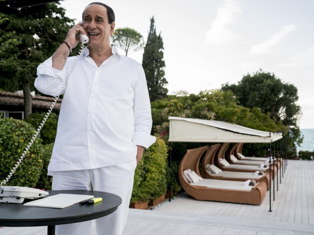 """Toni Servillo w filmie """"Oni"""" Paolo Sorrentino"""