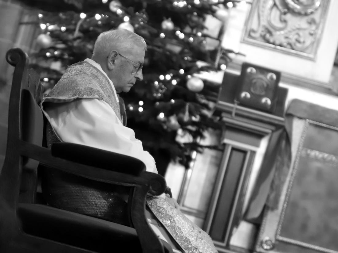 Bp Tadeusz Pieronek podczas pasterki w katedrze na Wawelu 25 grudnia 2018 r.