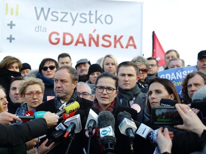 Pełniąca obowiązki prezydenta Gdańska Aleksandra Dulkiewicz ogłasza na specjalnej konferencji prasowej decyzję o kandydowaniu na urząd prezydenta miasta