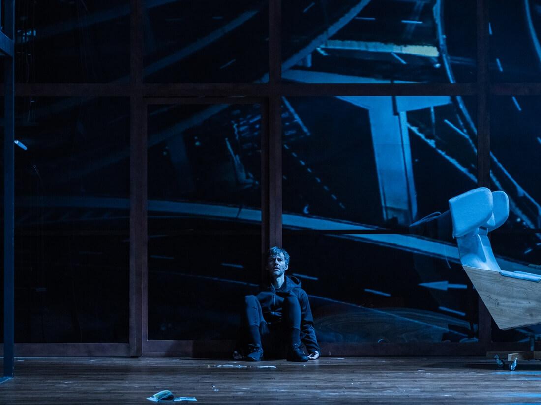 """Ph. Glass, """"Proces"""", libretto – Ch. Hampton, reż. P. Partum, prapremiera polska: Opera na Zamku, Szczecin, 19.01.2019 r."""