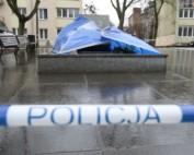 W nocy ze środy na czwartek (20-21 lutego) trzech mężczyzn powaliło pomnik księdza Henryka Jankowskiego w Gdańsku