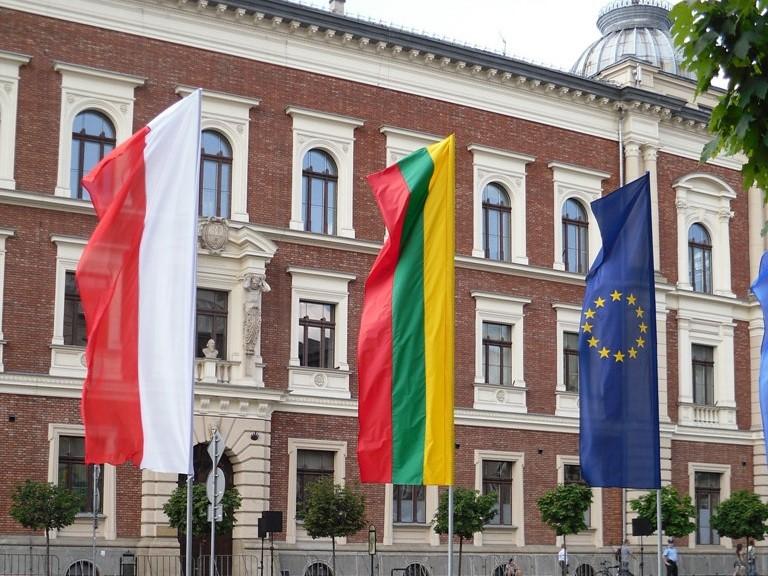 Flagi Polski, Litwy i UE