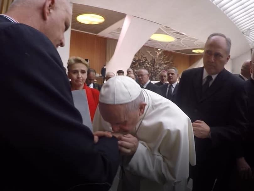 """Franciszek otrzymał od Fundacji """"Nie lękajcie się"""" raport o pedofilii"""
