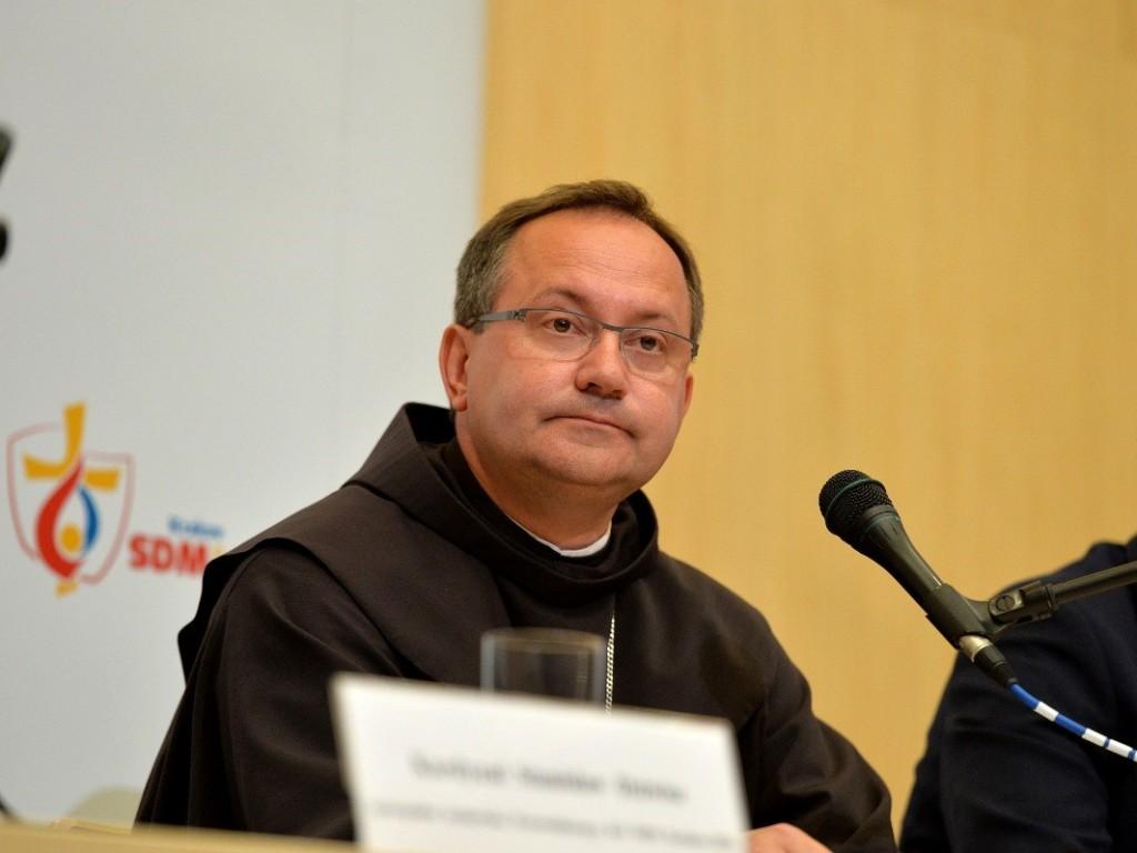 Bp Muskus: Kościół nie może obrażać się na świat i oddalać się od ludzi