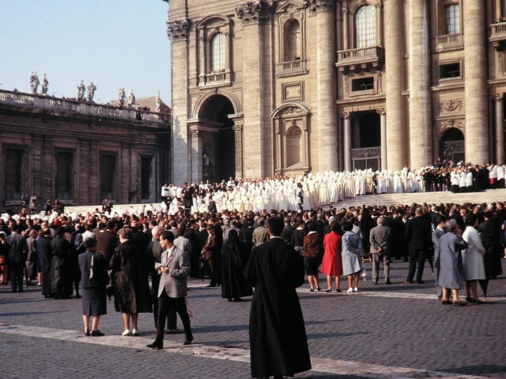 Procesja podczas obrad Soboru Watykańskiego II