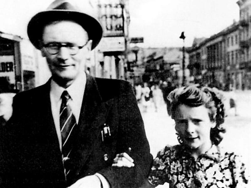 Aleksander Krzyżanowski z córką, Warszawa, 1943 r.