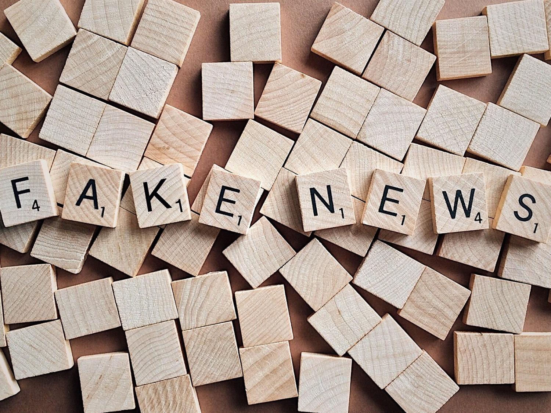 Dezinformacja – polityczne narzędzie chaosu. Jak identyfikować i walczyć z fake news w sieci