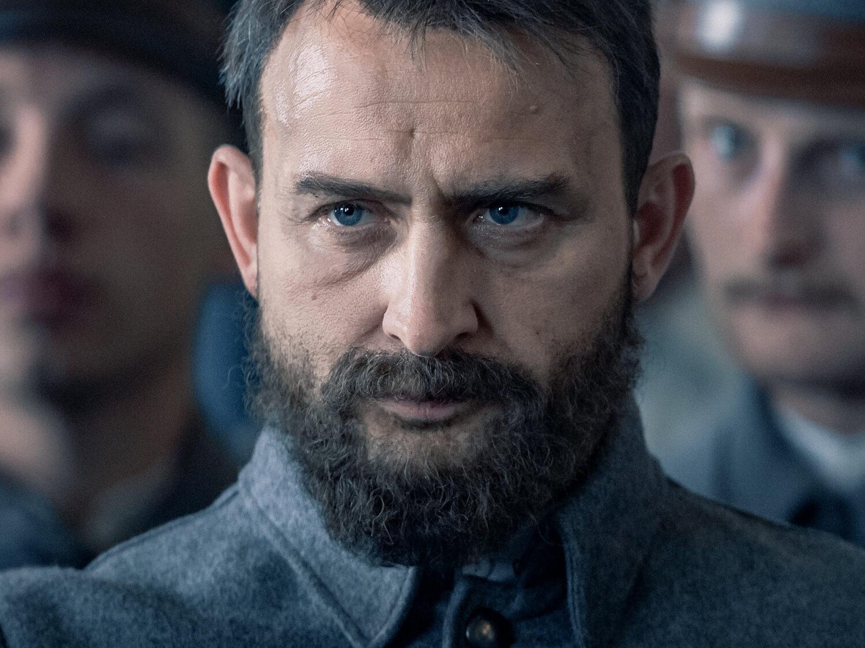 """Borys Szyc w tytułowej roli w filmie """"Piłsudski"""" Michała Rosy"""