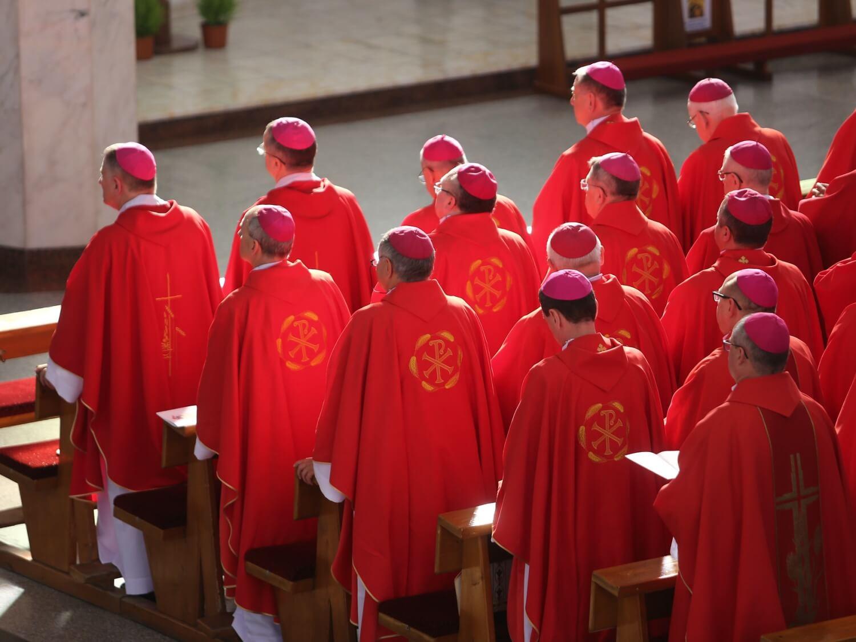 Biskupi podczas zebrania episkopatu w Wałbrzychu 14 czerwca 2019 r.