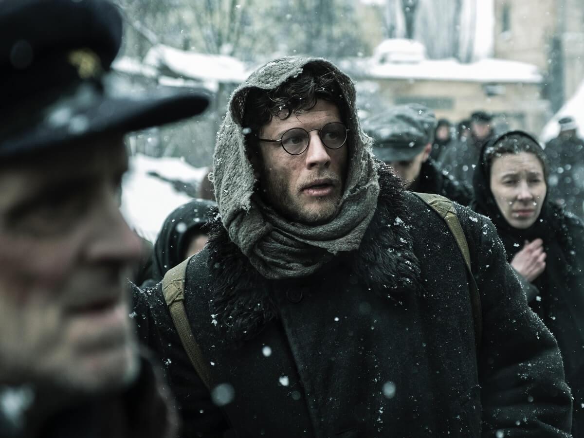 James Norton jako Gareth Jones