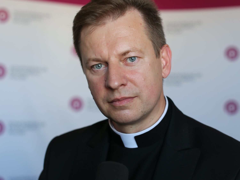 Rzecznik episkopatu dystansuje się od plakatu Marszu Niepodległości